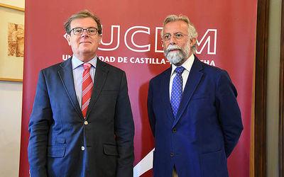 El rector de la UCLM (i) con el alcalde de Talavera, Jaime Ramos (d)