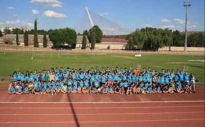 Multitudinaria fiesta final de temporada de la escuela de atletismo UDAT