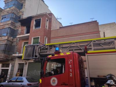 El fuego calcina una vivienda en Talavera