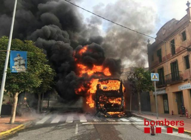 """La Generalitat abre un expediente a Monbus por el incendio de un autocar y """"servicio deficiente"""""""
