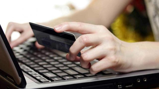 Detenida por utilizar los datos de un cliente para contratar pólizas sin su consentimiento
