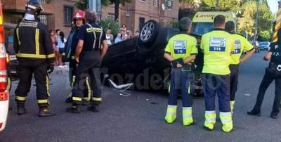 Espectacular accidente con vuelco en el centro de Talavera