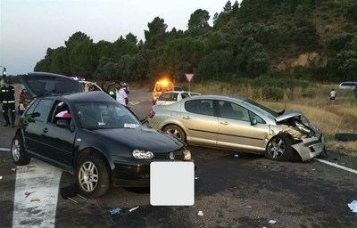 Trasladados al hospital de Talavera seis heridos en la colisión de dos turismos en Arenas de San Pedro (Ávila)