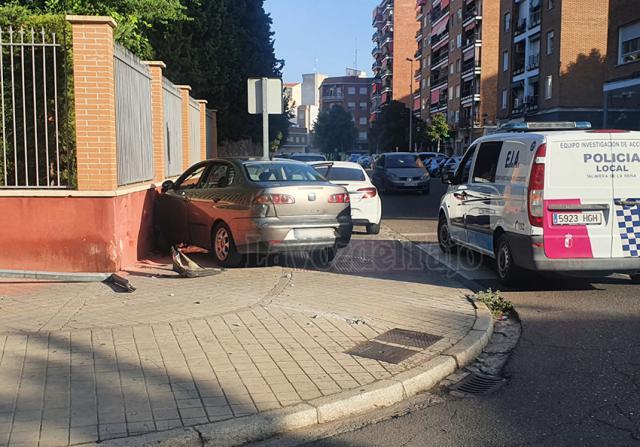 ACCIDENTE | Un vehículo se empotra contra el muro del Asilo de Talavera