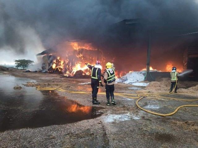 TALAVERA LA NUEVA | Impresionante incendio en una vaquería