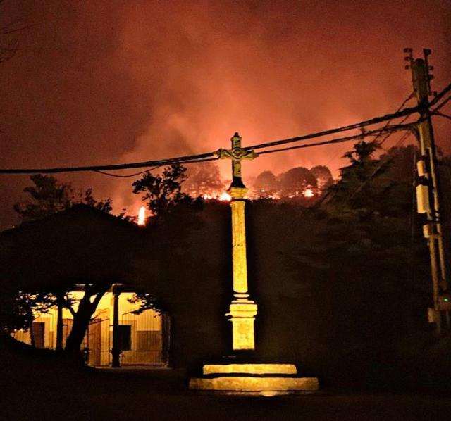 INCENDIOS EXTREMADURA | Noche angustiosa. El fuego avanza en La Vera y se declara otro en Las Hurdes