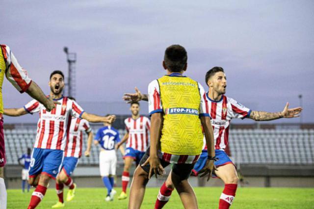 El algecireño Domínguez celebra un gol.