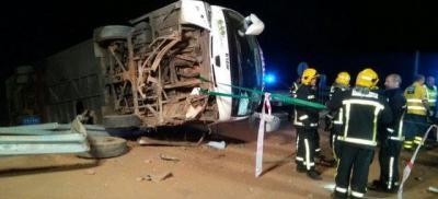 Trasladan a 25 pasajeros y el conductor de un autobús que ha volcado en Valdepeñas esta madrugada