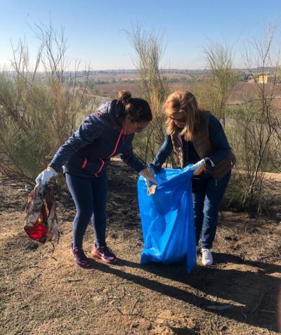 Alía y Robles participan jornada limpieza Asociación 'El Señorío de Illescas Importa'