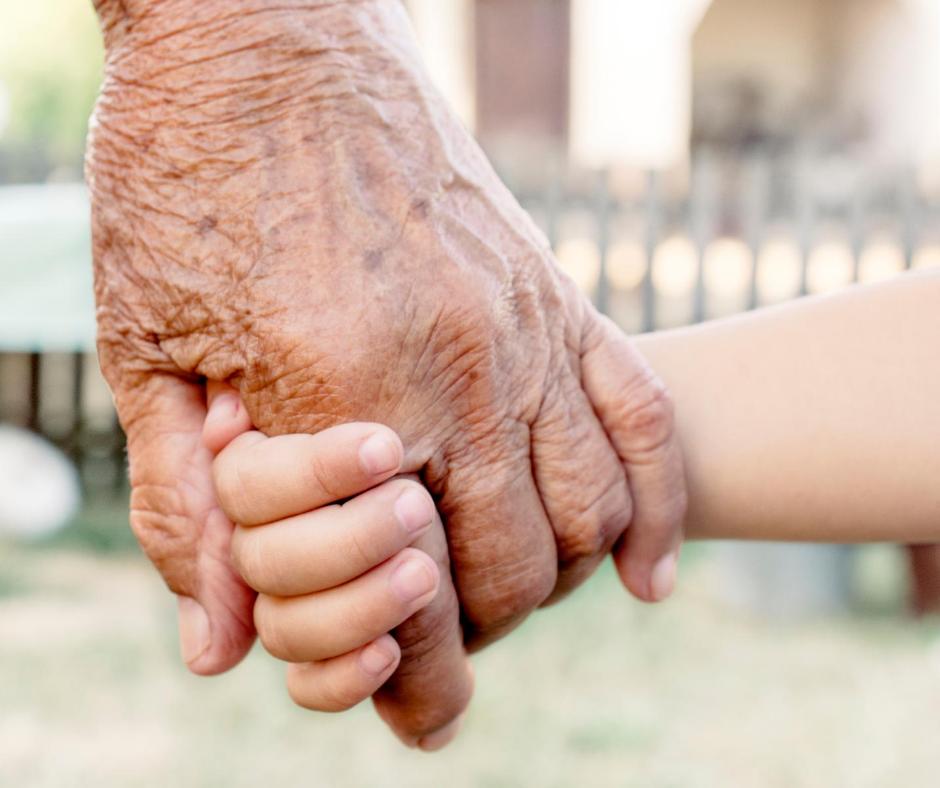 OPINIÓN | Día de los Abuelos. Una ocasión para reconocer el afecto, el recuerdo y el valor de abuelos en las familias