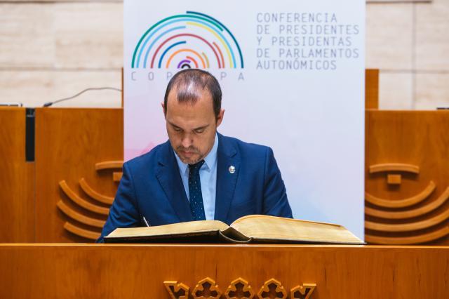 Bellido impulsa el trabajo en común con otros parlamentos sobre despoblación y discapacidad