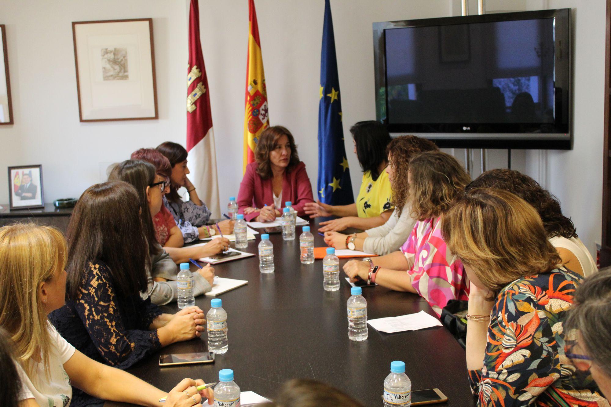 La Junta se abre a buscar nuevas líneas de colaboración con FADEMUR en beneficio de las mujeres rurales