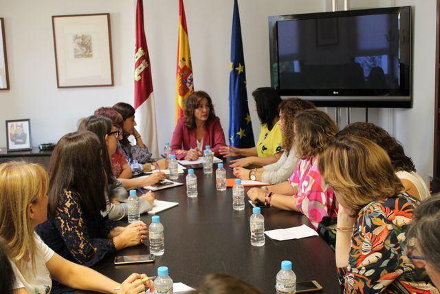 La consejera de Igualdad y Portavoz se ha reunido con la asociación.