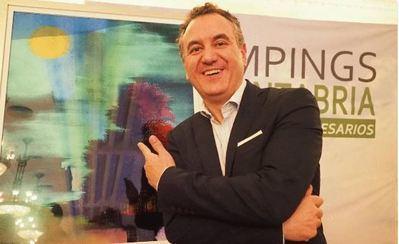 Roberto Brasero galardonado con el premio de los Campings de Cantabria