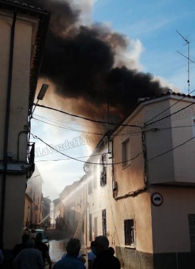 VÍDEO | Incendio en la casa de Goyo Benito, en El Puente del Arzobispo