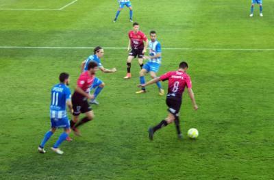 Empate hasta en el aburrimiento entre CF Talavera y Yeclano en El Prado