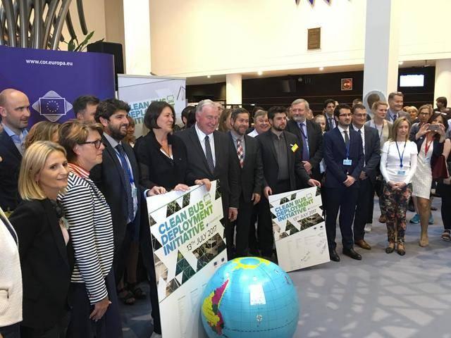 CLM se adhiere al uso de autobuses limpios para frenar el cambio climático