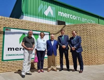 Caja Rural visita Mercomancha, empresa especializada en productos agroalimentarios