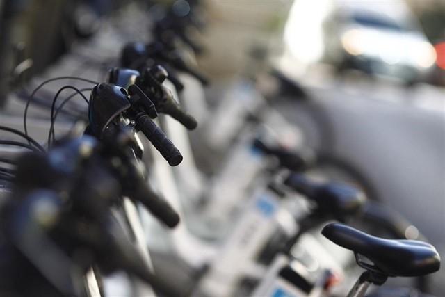 Denunciado un ciclista que conducía de noche sin luces y cuadruplicando la tasa de alcoholemia
