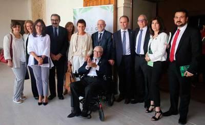 CLM firma un convenio para mejorar la vida de los pacientes con ELA