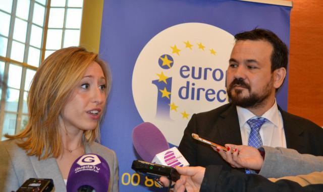 La directora general de Relaciones Institucionales y Asuntos Europeos, Virgina Marco, y el de Juventud y Deportes, Juan Ramón Amores