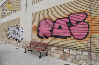 Detenidos dos jóvenes grafiteros como autores de 19 delitos de daños