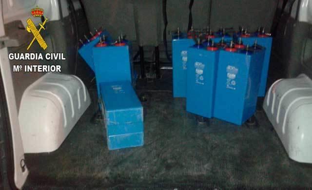 La Guardia Civil detiene a tres personas por robar baterías de telefonía