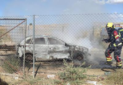 Aparece calcinado el coche del atraco a la gasolinera de Otero en el que casi queman la cara de la dependienta