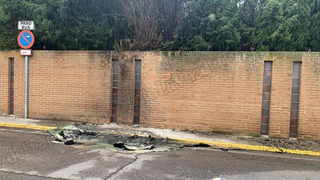 GAMBERRISMO | Arden varios contenedores en Talavera durante la noche pese al toque de queda