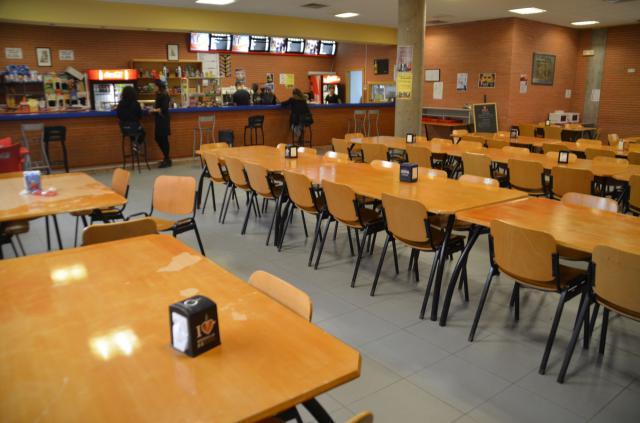 Los estudiantes de la UCLM en Talavera vuelven concentrarse por la desaparición de la cafetería