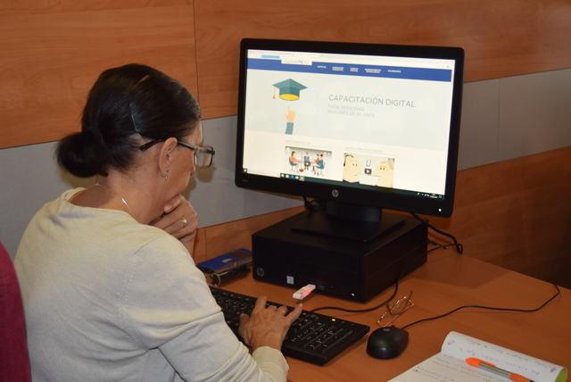 """CLM apuesta por reducir la """"brecha digital generacional"""" con 20 cursos CapacitaTIC+55 en la provincia"""