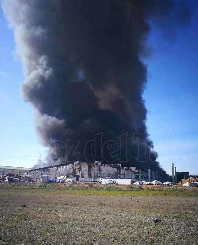 VÍDEO | Impresionantes imágenes del incendio en Lucillos, que ya ha sido controlado