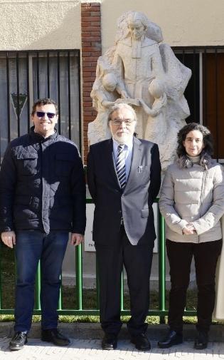 El colegio 'Maristas' inaugura una estatua en honor a San Marcelino Champagnat