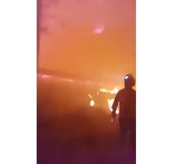 VÍDEO | Los bomberos se juegan la vida para extinguir el incendio de Gran Canaria