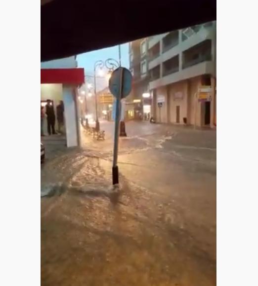 Calles anegadas en Arenas de San Pedro por una tromba de agua