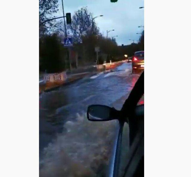 VÍDEO | La lluvia genera grandes balsas de agua en la Avenida de Castilla-La Mancha