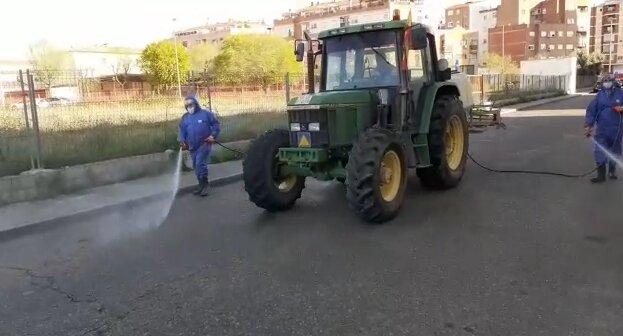 TALAVERA | Agricultores y ganaderos ayudan en la desinfección de la ciudad