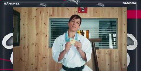 NUESTRA GENTE   Sandra Sánchez dona una medalla de oro contra el coronavirus