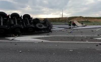 VÍDEO | Vuelca un tráiler en la autovía A-5, sentido Talavera de la Reina