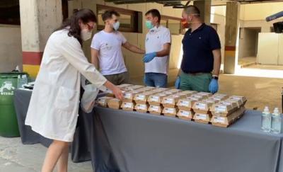 TALAVERA | Maldonado, Otero y Dibe reparten 1.000 hamburguesas para los 'héroes' del hospital (fotos)