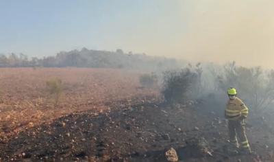 LA ESTRELLA | 25 medios y 120 personas trabajan en la extinción de un incendio