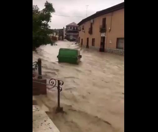 VÍDEO | La riada en Cebolla arrastra lo que encuentra a su paso