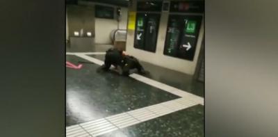 VÍDEO | Dos vigilantes, a puñetazos en el Metro de Barcelona