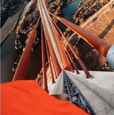 VÍDEO | Vuelven a subir sin protección al puente atirantado de Talavera