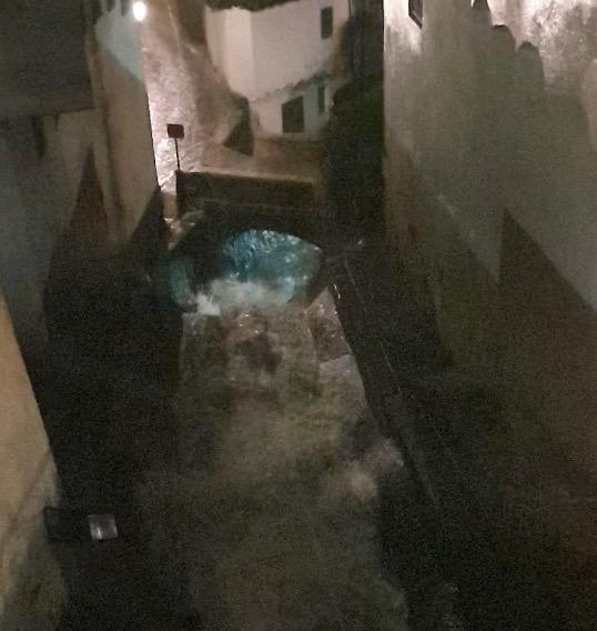VÍDEOS | Las impactantes imágenes que deja la borrasca Bárbara: calles anegadas, ríos desbordados...