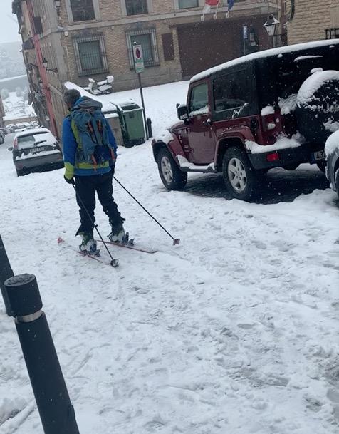 VÍDEO   La insólita imagen de esquiar en pleno Casco de Toledo