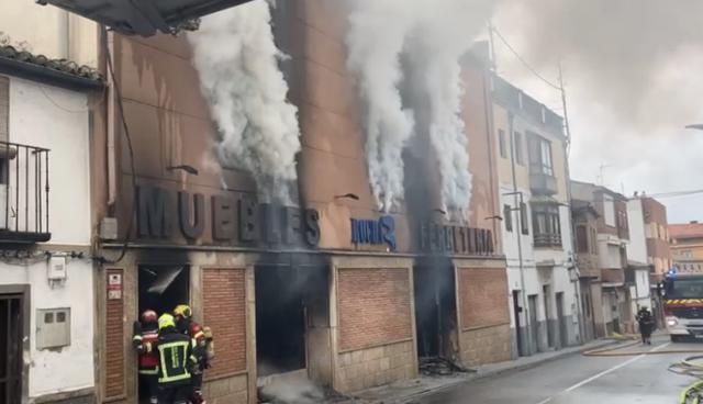 OROPESA | El fuego calcina 'Rocha' (vídeo)