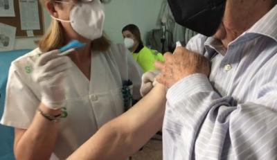 VÍDEO   CLM no deja de vacunar contra el Covid en Semana Santa