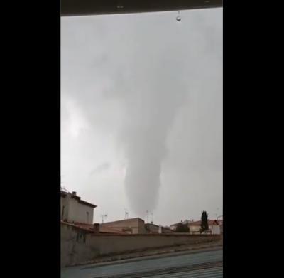 VÍDEO | Un impresionante tornado causa daños en un pueblo de Toledo