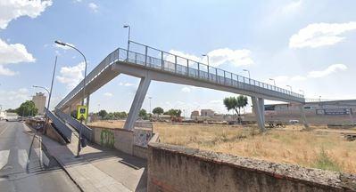 Herida una mujer tras precipitarse desde un puente
